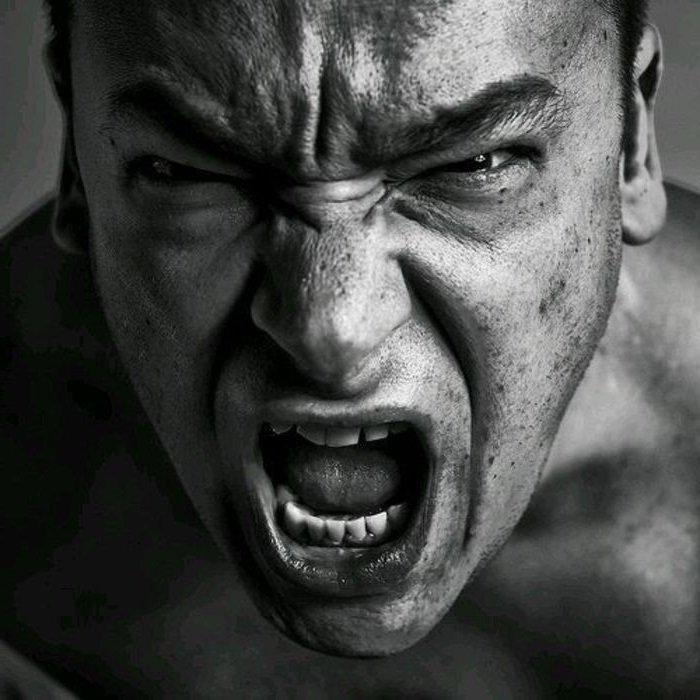 мужчина ярость