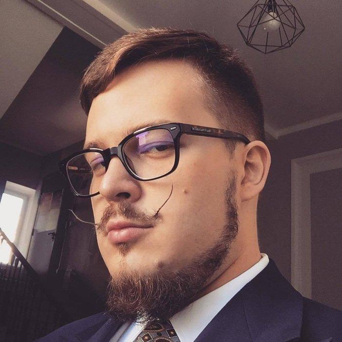 нарцисс в очках