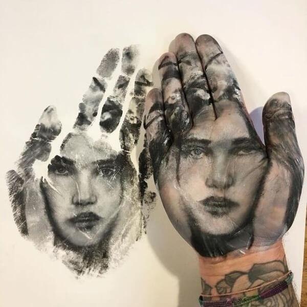 лица на руках