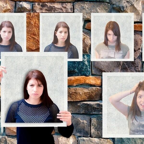 девушка со своими фото