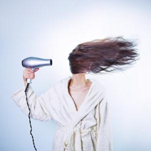 волосы феном