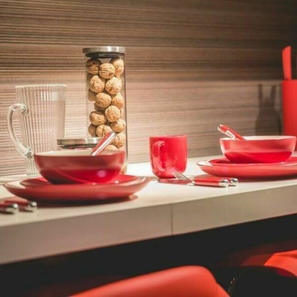 красная посуда