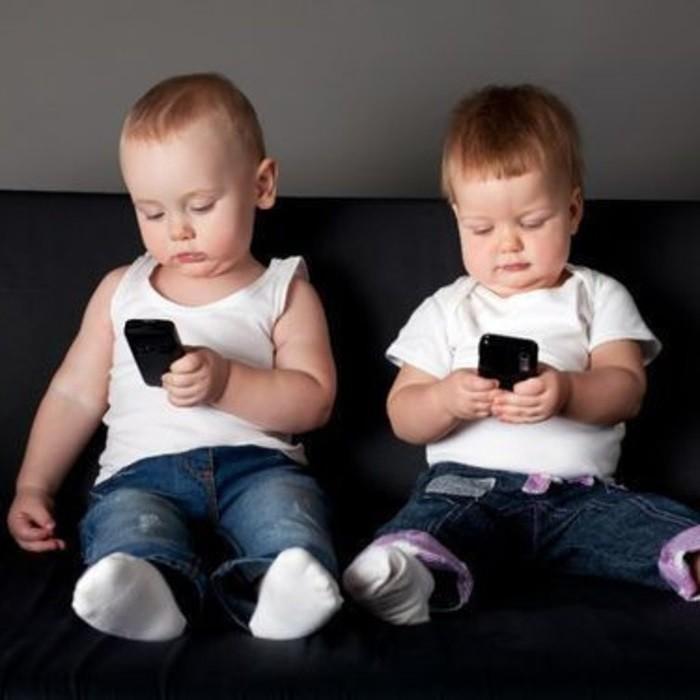 дети в телефонах