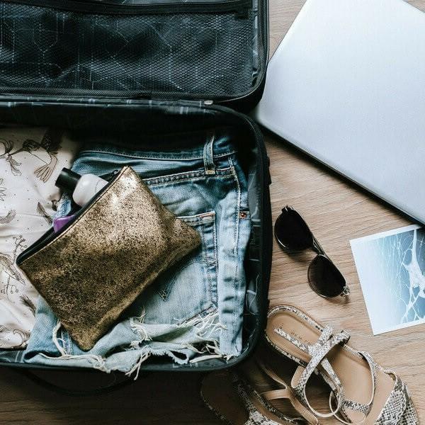 еще чемодан с вещами