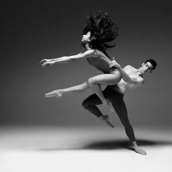 мужчина и женщина в танце