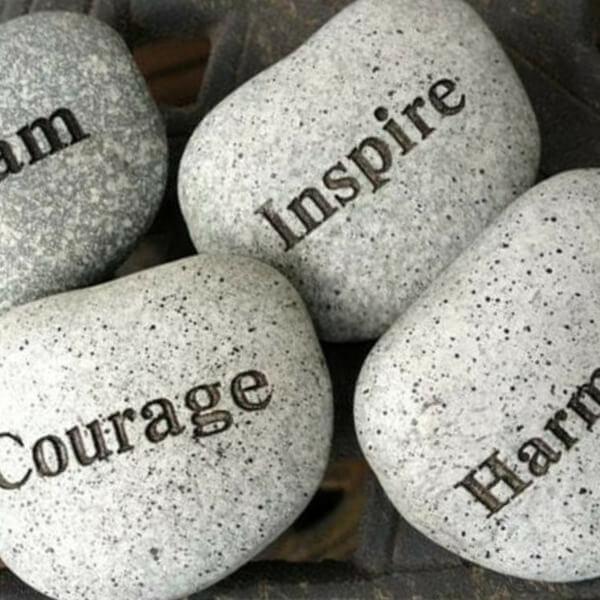 камни с надписями