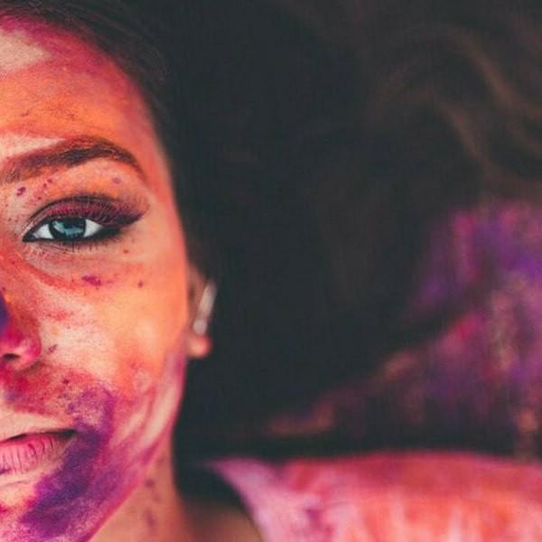 девушка коралловый цвет