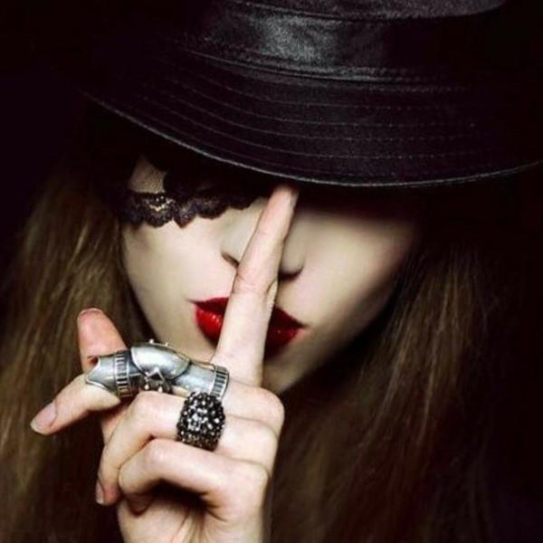 загадочная девушка
