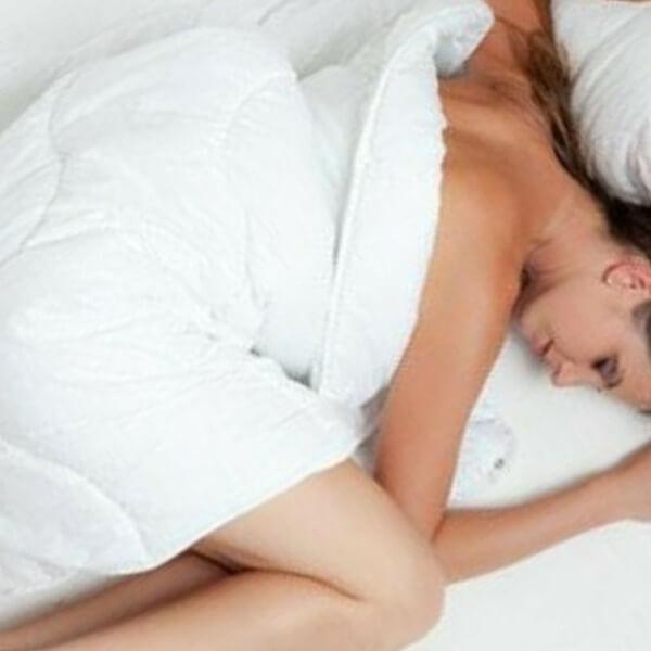 поза спящего человека