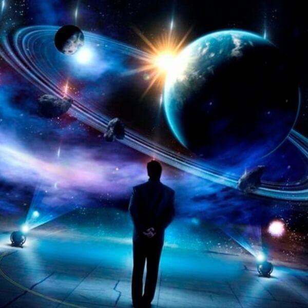 человек перед космосом