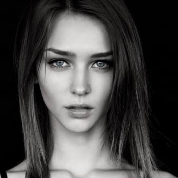 девушка черно белый фон