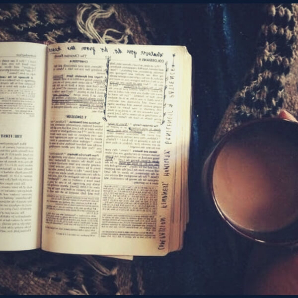 библия и стакан