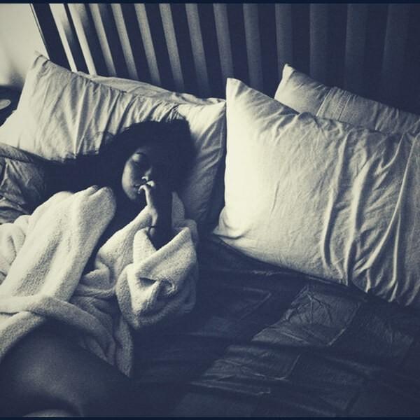 девушка и постель