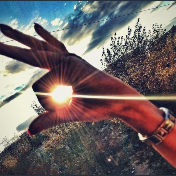 солнце в руке