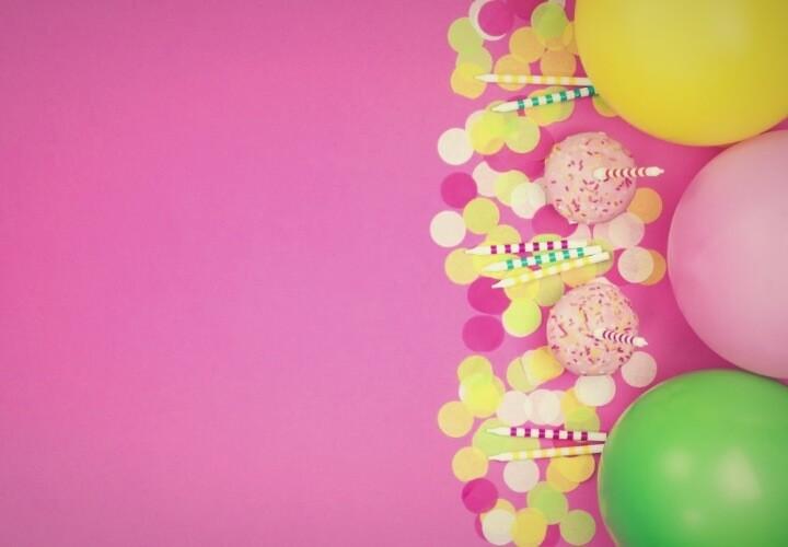 розовый фон с шариками