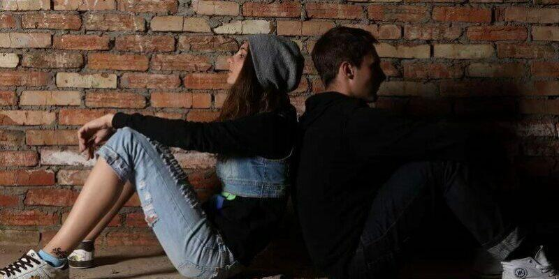 влюбленность у стены