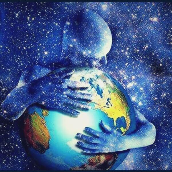 условия сохранения здоровья человек обнимает планету