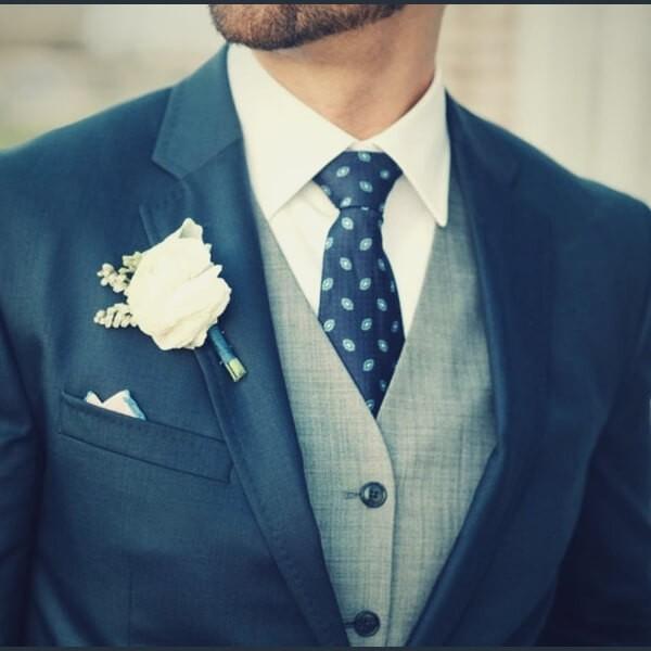свидетель на свадьбе в костюме
