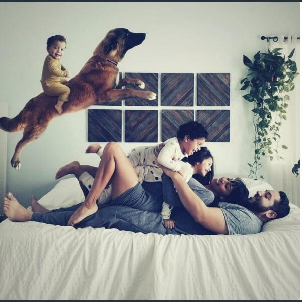 семья на кровати