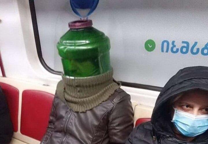 человек в зеленой бутылке