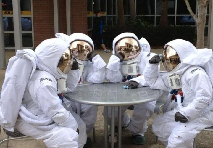 космонавты отдыхают