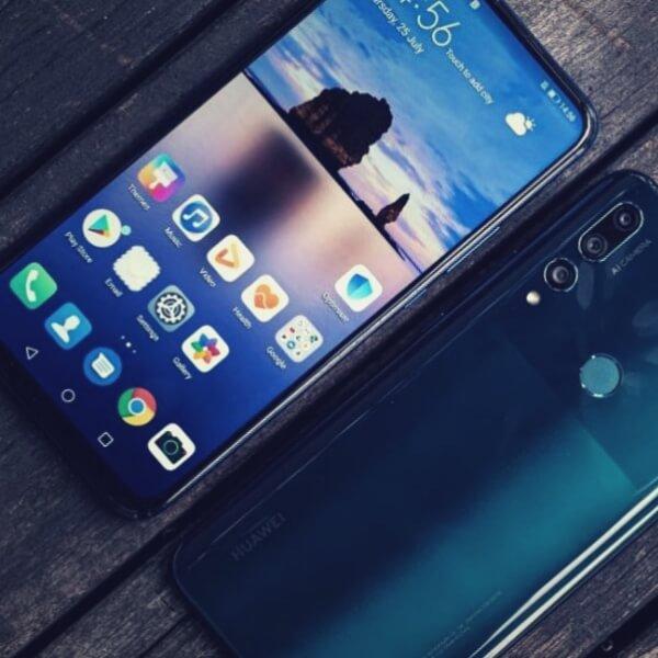 смартфон спереди и сзади