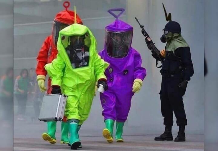 разноцветные защитные костюмы