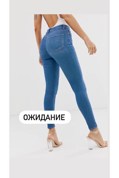 девушка в джинсах в обтяжку