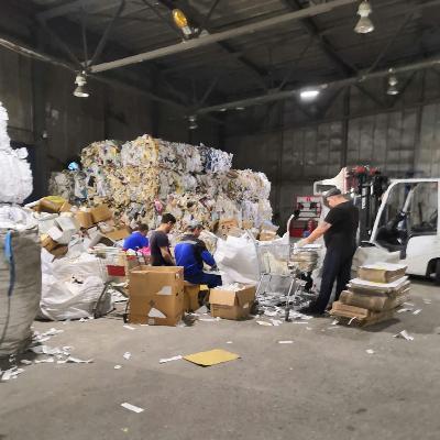 сортировка мусора гора пластика