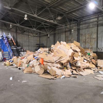 сортировка мусора куча коробок